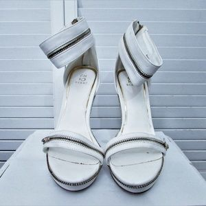 Scene Shoes - Scene RANDY white faux leather zippers sandals 6.5